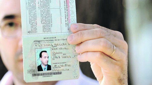 Un criminal le robó la identidad hace 7 años y no puede ni votar